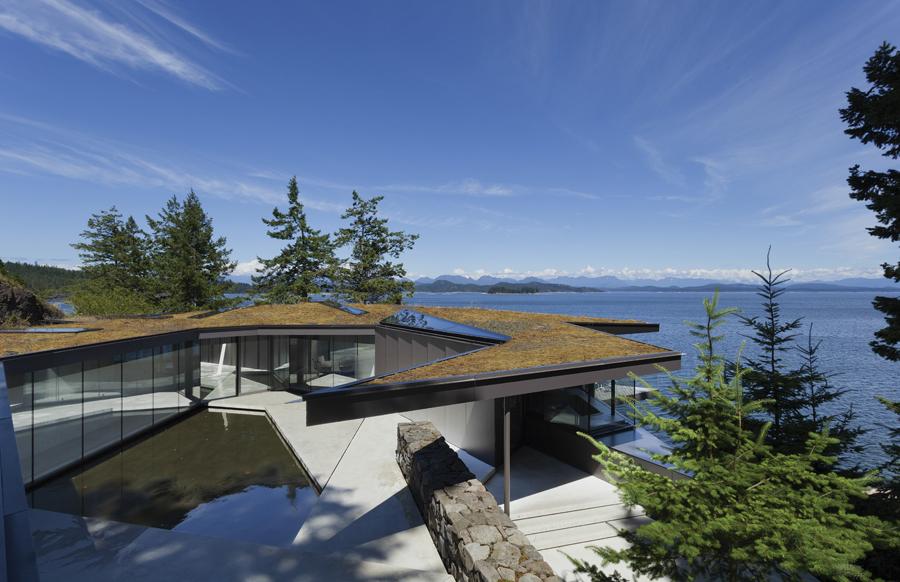 The irregular geometries of the Tula House mimic those of its dramatic site on Quadra Island.
