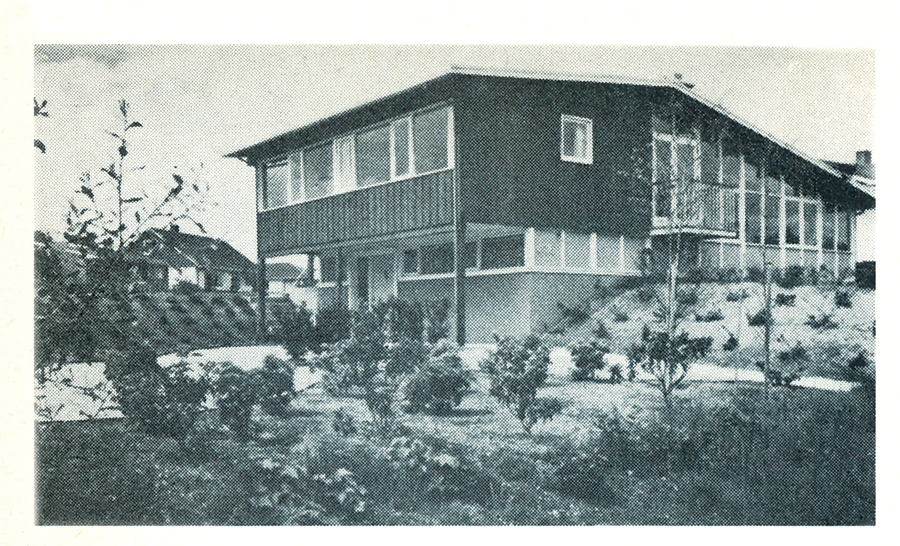 The residence of Dr. and Mrs. Friedman, with landscape design by Cornelia Hahn Oberlander. Photo by Graham Warrington.