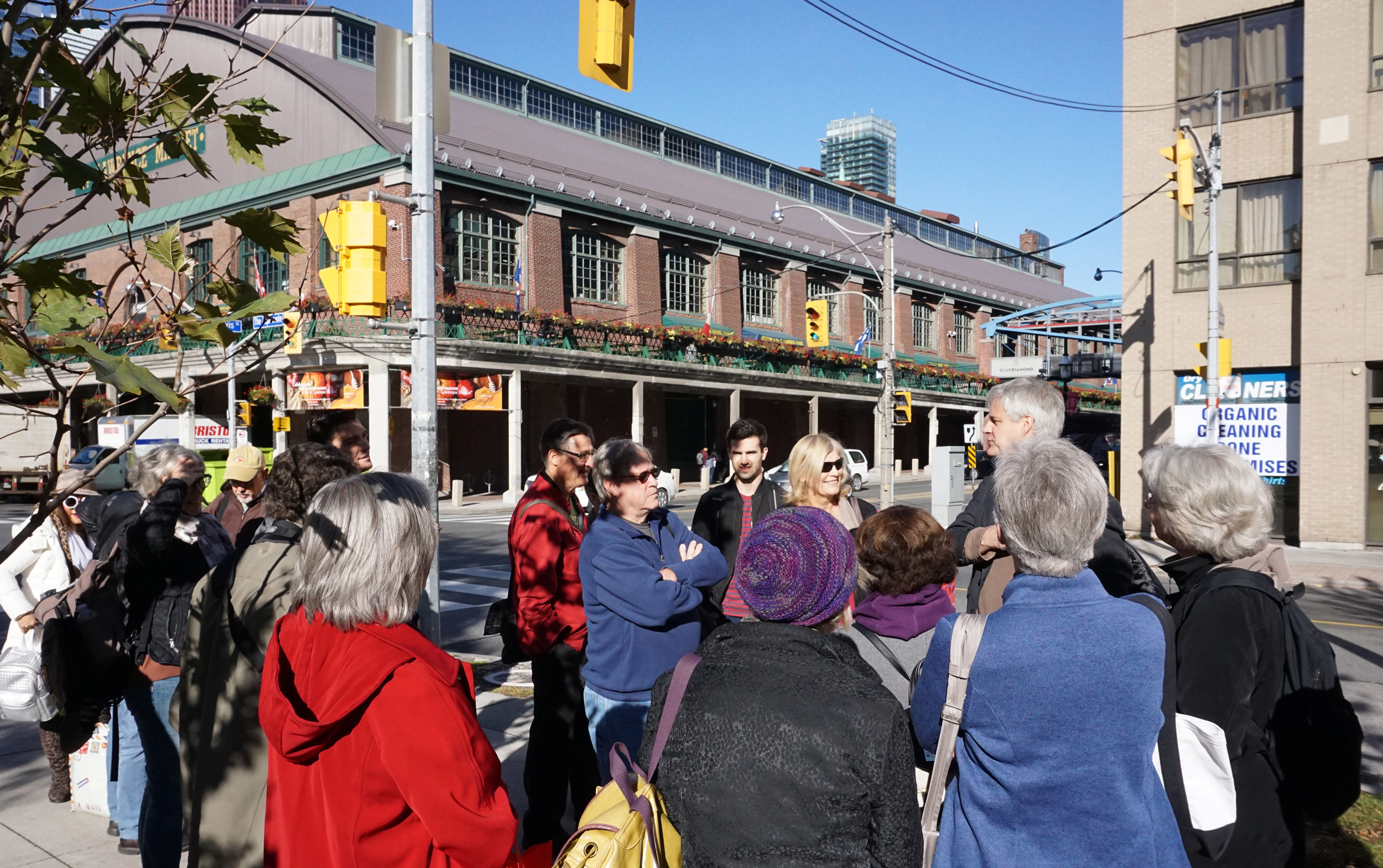 Current ASAI President and multiple illustration award winner Jon Soules leads a richly narrated sketching tour of historic Toronto, starting at St. Lawrence Market and stopping over at the Distillery District before finishing at Fort York. Undeterred by the brisk weather, the group of mostly first-time visitors captured not only buildings and streetscapes, but all manner of urban ephemera.
