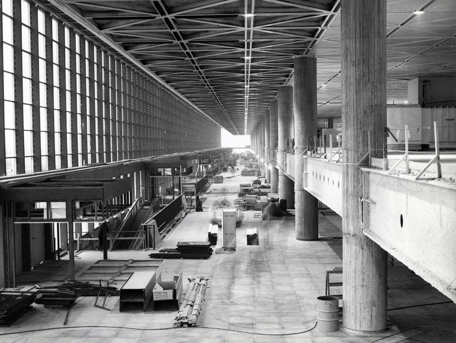 The soaring atrium of Mirabel airport under construction (Courtesy of PWGSC)