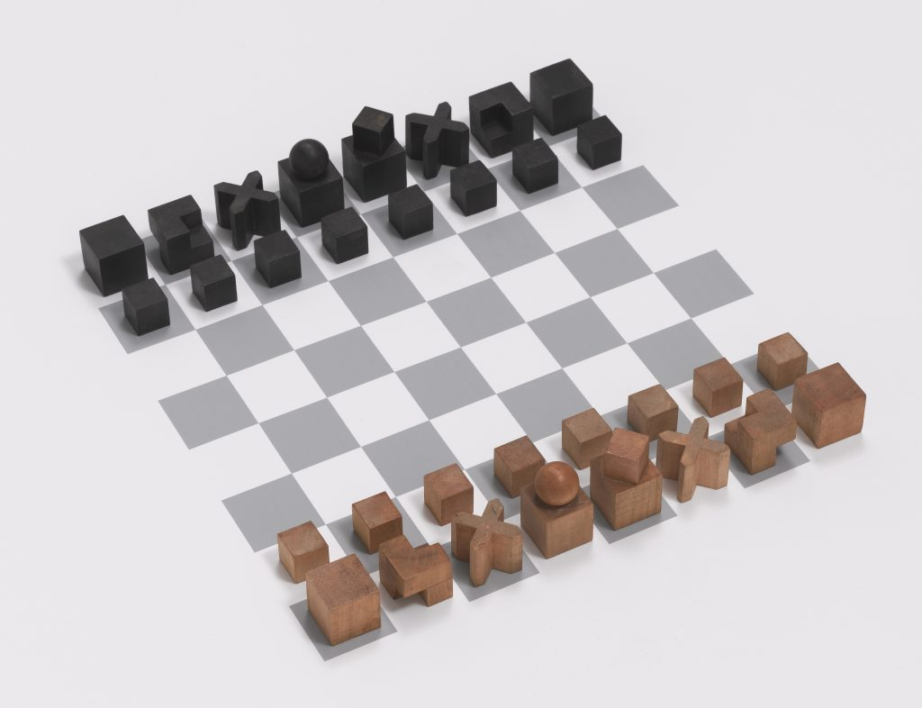Chess Set, Model no. XVI, 1924. Josef Hartwig (1880-1955). Natural and stained pearwood Largest piece: 4.8 x 2.9 x 2.9 cm Produced by The Bauhaus, Weimar, Germany New York, The Museum of Modern Art, gift of Alfred H. Barr, Jr. © Estate of Joseph Hartwig / SODRAC (2016) © The Museum of Modern Art / Licensed by SCALA / Art Resource, NY.