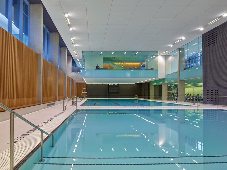 Branksome Hall Athletics and Wellness Centre. Photo: Shai Gil. | Centre de bien-être et de sports Branksome Hall. Photo: Shai Gil.