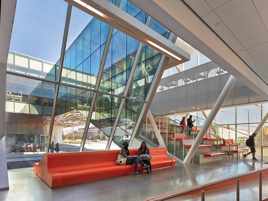 Centennial College Ashtonbee Campus Student Centre. Photo: Shai Gil. | Centre étudiant du campus Ashtonbee du Collège Centennial. Photo: Shai Gil.