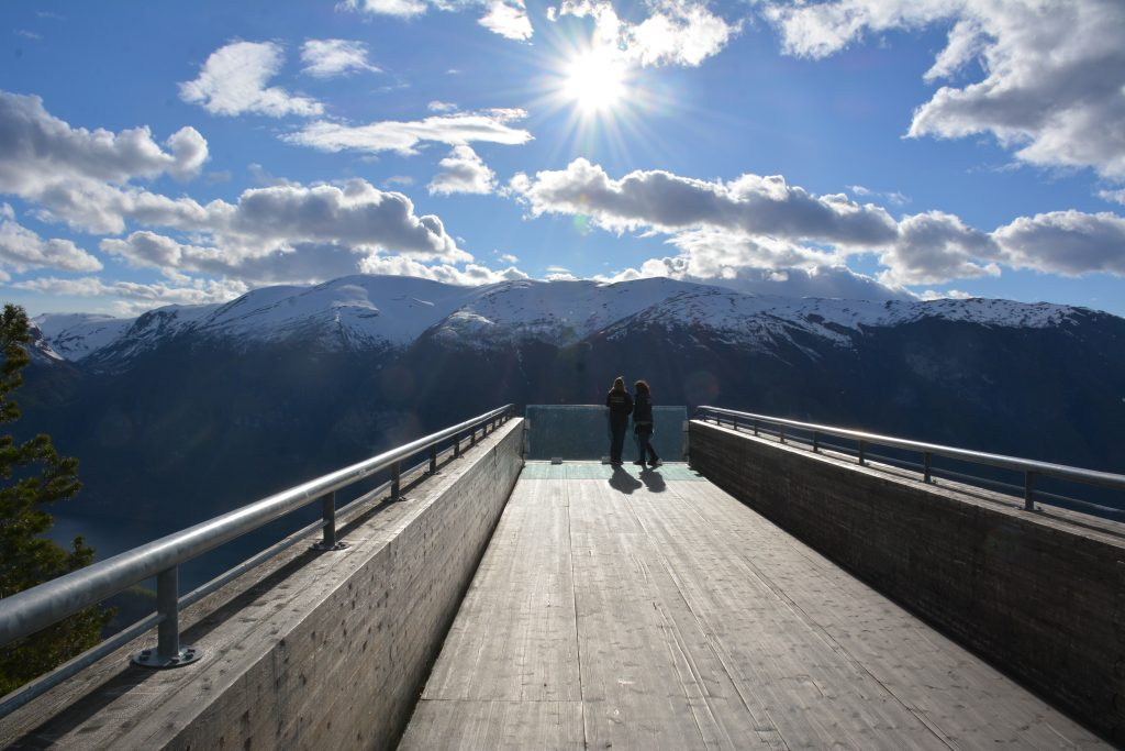 LU students at Todd Saunders lookout in Aurland. Photo courtesy of Tammy Gaber.