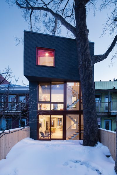 In the Hôtel-de-Ville house in Montreal, a slender addition opens up existing floorplates while preserving a large backyard poplar tree. Photo by Adrien Williams