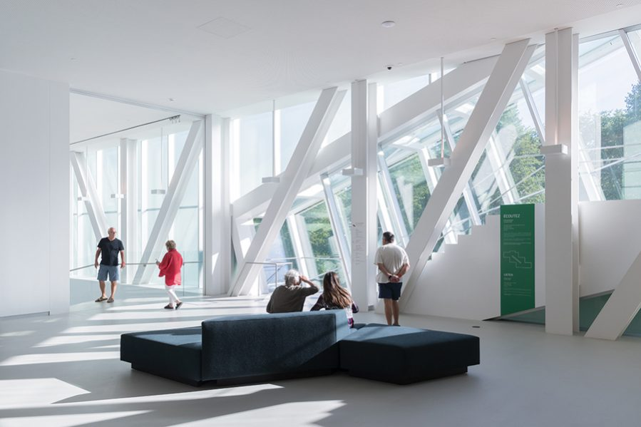 Spacious lobbies and lounges offer places for visitors to rest and socialize, combatting museum fatigue. Photo by Iwan Baan.