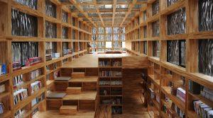 En harmonie avec son milieu, la bibliothèque de 175 mètres carrés a apporté une contribution importante à l'éducation, au développement économique et à la qualité de vie dans la communauté rurale. Son budget de construction était de 185 000$ CA